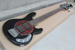 Großhandel Music Man 5 Saiten Bass Ernie Ball StingRay Schwarz E-Gitarre Red MOP Pickguard 9V Batterie Aktive Pickups Drop Shipping