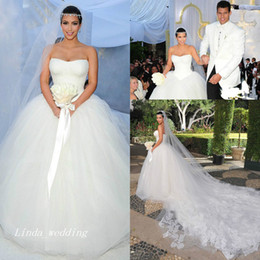 Barato Sonho Casamento Bola Vestidos-Kim Kardashian Vestidos de casamento Puffy Ball Gown Strapless Tulle Long Dream Princesa Celebrity Wedding Formal Bridal Party Gowns