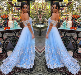 Barato Vestidos Azul Claro Sem Costas-Fairy Light Blue Tulle Evening Dresses Off Shoulder Pleated Butterfly Appliques Backless Vestidos de noite formal Prom Dresses Sweep Train