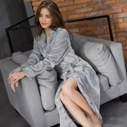 Barato Roupões De Inverno Para As Mulheres-Fur Collar Manga comprida Winter Christmas Gift Woman Robes Flannel Bathrobe Wedding Party Robe Cheap Warm Sleepwear