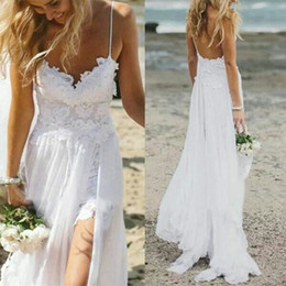 Barato Fadas De Vestido Branco Sexy-2017 Sexy Thigh-High Slits Vestidos de casamento da praia bonito Spaghetti Straps White Chiffon sobre Lace Backless Beach Wedding Dress