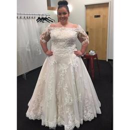 Ingrosso Abiti da sposa 2017 Plus Size Off spalla A-line Mezza manica Abiti da sposa Appliqued Lace Maxi Abito da sposa per le donne grasse