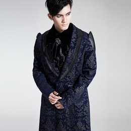 Barato Longos Padrões Trench Coats-Atacado- Gothic Punk Victorian Velvet Palace Padrão Trench Coat Homens Príncipe medieval Long Winter Party Jacket Court Flower Print