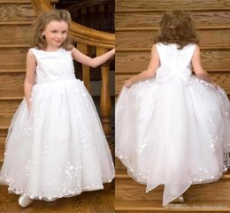 Casquettes Personnalisées Pas Cher-Princesse Blanche Tulle Flower Girl boule Robes pour le mariage Jewel Neck manches Cap Floor long Custom Made Little Baby First Communion Wears 2016