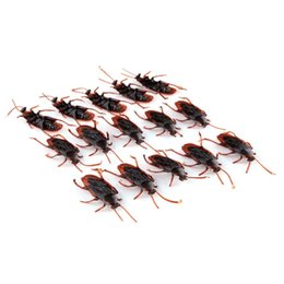 $enCountryForm.capitalKeyWord UK - 10pcs lot Rubber Cockroach Boys Toys Lifelike Simulation Fake Insects Kids Children Prank Gag Toys Wholesale
