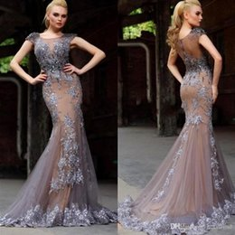 Barato Vestidos De Fita-Mermaid Jewel Long Prom Dresses Capped manga curta Sweep Train Trompete Evening Party Vestidos Sliver Appliques Champagne Vestidos de festa