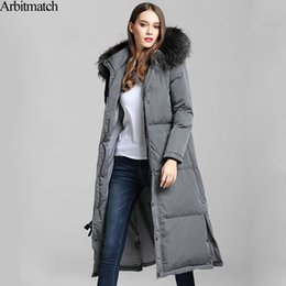 Collares De Piel De Mapache Baratos-Arbitmatch New Long Down abrigos Winter Down Jacket Mujeres Natural Large Racoon Fur Collar con capucha Warm Thick Outwear Female Parka