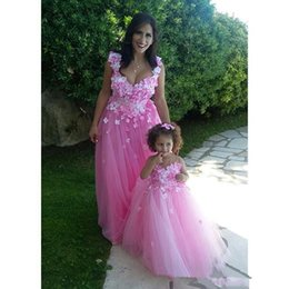Barato Boa Noite Garota-Beautiful Floral Appliques Pink Tulle Prom Dresses Boa Correspondência Mãe E Filha Ocasião Especial Evening Party Gowns Flower Girls Dress