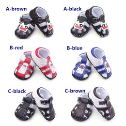 Barato Bebê Macio E Solteiro-2016 Atacado 6 Designs Baby Girl / Boy Sandals Soft Leather Upper TPR Hard Sole Infant Walking Shoes