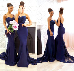 Barato Vestidos De Noiva Com Espaguete-Azul marinho Beaded Lace Bridesmaid Dresses 2018 Correias de espaguete Sereia de cetim Long Maid of Honor Vestidos Sweep Train Vestidos de casamento formal