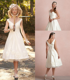 Unique Champagne Wedding Dresses Canada - Unique Vintage Tea Length Wedding Dresses Graceful A Line V Neck Reception Wedding Dress Bridal Party Gowns