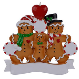 Decor Ornament Australia - Wholesale Resin Gingerbread Family Of 3 Christmas Ornaments With Red Apple As Personalized Gifts For Holiday And Home Decor