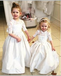Robe Taffetas Grosse Arche Pas Cher-Vintage Lace Half Sleevs Taffeta Flower Girl Robes pour les mariages Kids Puffy Party Dress Big Bow First Communion Gown