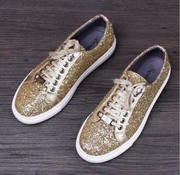 Barato Casamento Diamantes-Gold Color Men's Casual Sequins Diamond Shoes Men Drees Sapatos Men Flats Low Loafers Sandálias Lace-Up Driving Party Wedding Shoe