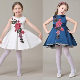 Robes Brodées Haute Couture Pas Cher-Style vestimentaire European Party Dress Kids Wear Cotton Fashion Flower bébé Party Girl Dress Les nouvelles de haute qualité filles en robe brodé Princes