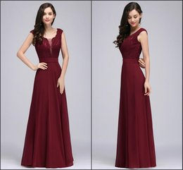 Barato Designers De Vestidos De Casamento Vintage-Borgonha Country Bridesmaid Dresses 2018 New Designers Maid of Honor Vestidos V Neck Cheap Chiffon Lace Formal Wedding Guest Dresses CPS724