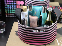 Chinese  fashion V Smart Stripe famous brand cloth storage bag cosmetic case Classic makeup organizer manufacturers