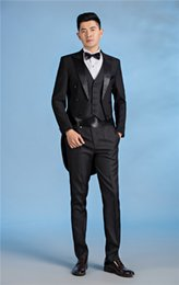 Veste De Pantalons Noir Bon Marché Pas Cher-2018 New Arrival Hot Cheap Custom Design Black Groom Tuxedos Peak Lapel Tailcoat Meilleur Costumes Homme (Veste + Pantalons + Cravate + Veste)