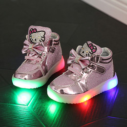 Zapatos de los niños Nueva primavera Hello Kitty Rhinestone Led Shoes Sports Girls Princess zapatos lindos con tamaño ligero 21-30 on Sale