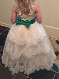 Habille Les Enfants Blancs Verts Pas Cher-On Sale White Long Flower Girls 'Dresses For Wedding Party 2017 Jewel Lace Green Bow Enfants Enfants Dressing officiel