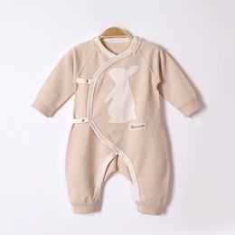 2017 outono e inverno bebê recém-nascido roupas de bebê de manga comprida jeans padrão dos desenhos animados oblíqua lapela amarrar cor de algodão do bebê roupas conjugadas