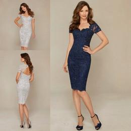 Azul marino Plata Madre de la novia Vestidos Elegante Vaina de encaje Hasta la rodilla Corto Vestido de fiesta de bodas por la noche en venta