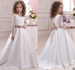 Barato Vestidos Manga Longa Desfile Barato-Cute White Ivory Long Sleeves Flower Girl Dresses Princess V Neck Comprimento do chão com arco Sash Cheap Girls First Communion Pageant Party Gowns
