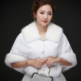 Barato Revestimentos De Peles Reais Por Atacado-Fotos reais Royal Strong Faux Fur Warm Bridal Bolero Casaco de noiva Casacos Bridal Wraps Shawl Wedding Cape Cloak Atacado