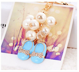 Cute Wedding Shoes Canada - Korea Pearl Chain Bowknot Cute Small Shoes Keychains Birthday Valentine's day Christmas Wedding Gifts Car Bag Mobile Pendants Keychains