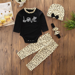 Barato Menina Quente Do Leopardo-INS Hot Sale Children 4 pcs define Baby Girls LOVE Letter Print Romper + Leopard Print Pants + Hat + Headband Infant Outfits