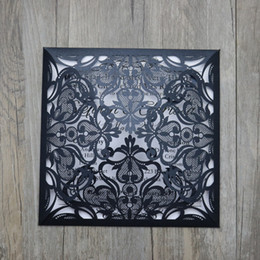 Barato Elegante Cartões De Cortar-Pearl Black Wedding Invitations Cards com oco para fora Rústico Laser Cut Invatation Card Flowers Elegant Party Invites.