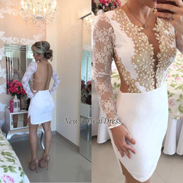 Barato Vestidos De Cetim De Cetim De Manga Comprida-Sexy Prom Dresses Short 2017 Satin Beaded Pearls Cocktail Party Vestidos Illusion Long Sleeves Cheap Junior Graduation Vestidos Homecoming Vestidos