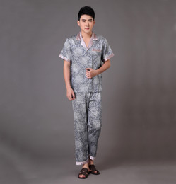 Barato Pijamas Atacado Chinês-Atacado-Novo Chegada dos homens chineses Cinza Satin Pajamas Set Summer manga curta Pijamas Suit shirt + Pant Pijamas S M L XL XXL XXXL MP050