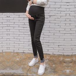 3de47904b NUEVO Negro Denim Stretch Denim Jeans de Maternidad 2017 Otoño Moda Lápiz Pantalones  Ropa para Mujeres Embarazadas Pantalones de Embarazo