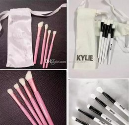 Le Meilleur Ensemble De Brosses De Maquillage Pas Cher-Kylie 20th Birthday Collection Brosse à ombre à paupières Best Quality Cosmetics Make Up Brosses Brosse à maquillage à l'ombre à paupières 4pcs Pink Set Pro Brushes Tool