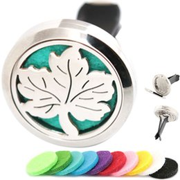 $enCountryForm.capitalKeyWord NZ - New Maple Leaf Aromatherapy Essential Oil surgical 30mm Stainless Steel Pendant Perfume Diffuser Car Locket Include 50pcs Felt Pads