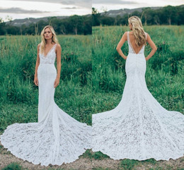 Robes De Mariée Élégantes En V Col Pas Cher-2017 Romantique Boho Elegant Backless Lace Robes de mariée V-neck Sheer Rughed Novia Fitted Mermaid Bohemia Robes de mariée avec train de cour