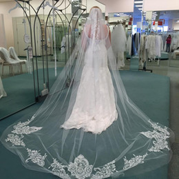 Hot Veils Canada - Lovey Hot Quality Romantic White Ivory Cathedral short Lace Applique veil With Comb Bridal Head Pieces For Wedding Dresses