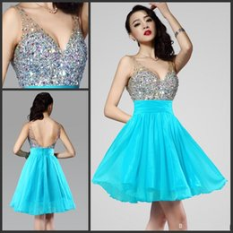 Barato Vestido Curto Do Chiffon Dos Beadings-2017 Light Blue Sparkly Vestidos curtos de cocktail com Rhinestone Beadings Sequins Chiffon Sexy Low Back Homecoming baile de finalistas