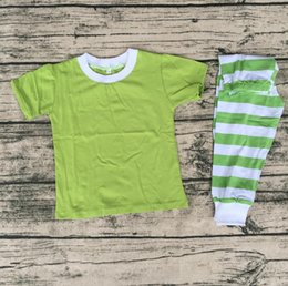 Wholesale Christmas cotton short sleeve solid color top with green stripe pants girl boutique pajamas outfits new arrival kids clothing