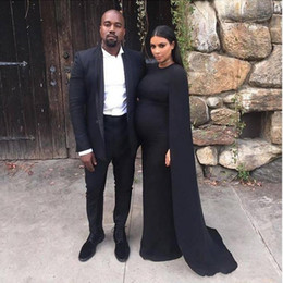 Robes Sexy Kim Pas Cher-Robe de soirée Tapis rouge Kim Kardashian robes noires Celebrity Jewel Neck satin avec Cape gaine balayage train gothique 2016