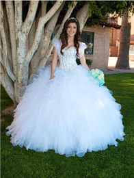 Barato Cristais Casacos Compridos-.2017 New White Princess Ball Vestidos Quinceanera Vestidos Sweetheart Beaded Crystals Tiers Ruffles Saia Long Sweet 16 Prom Dresses with Jacket