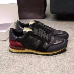 Unisex cuero genuino camo / mariposa v stud zapatillas de deporte diseñador de lujo pasarela celeb moda mujeres