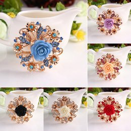 Flower Brooch Clip Canada - 2016 Crystal Flower Rose Brooches pins White Rose Corsage Scarf clips for men women Bride wedding Brooches Christmas gift 170292