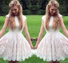 Barato Feito À Medida 15 Vestidos-Cap Sleeves Short Homecoming Dresses 2018 Beaded Pearls Lace Tulle Mini vestido de cocktail curto Sweet 15 Custom Made Graduation Gowns