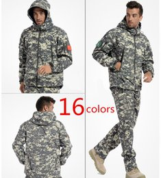 Waterproof Camouflage Clothing Canada - Tactical Gear Shark Skin Softshell Army Jacket Military Waterproof Camouflage Thermal Fleece Coat Man Jacket Army Hoody Hunting Clothing