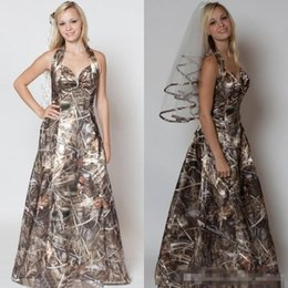 Custom veils online shopping - 2018 A line Halter Sweetheart Camo Wedding Dresses With Free Camo Veils For Bridal Gowns Simple Morden Realtree Camo Wedding Dresses