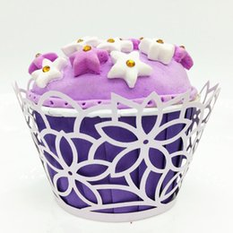 $enCountryForm.capitalKeyWord Australia - White Floral Cupcake Wraps Mini Cake Box Container Laser cutting Muffin Case Cupcake Holder Party Favor Gift Packing
