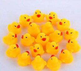 3000pcs haute qualité bébé bain d'eau canard jouet sons mini jaune canards en caoutchouc enfants bain petit canard jouet enfants piscine plage cadeaux en Solde