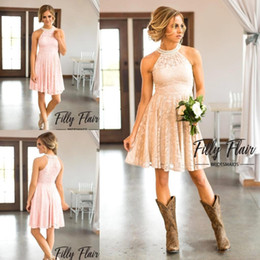 Barato Vestidos De Dama De Honra Vintage Blush-2017 Country Vintage Collar Beaded Halter Neck Blush Pink Short Vestidos de dama de honra sem mangas Full Lace Prom Dresses For Weddings Gowns